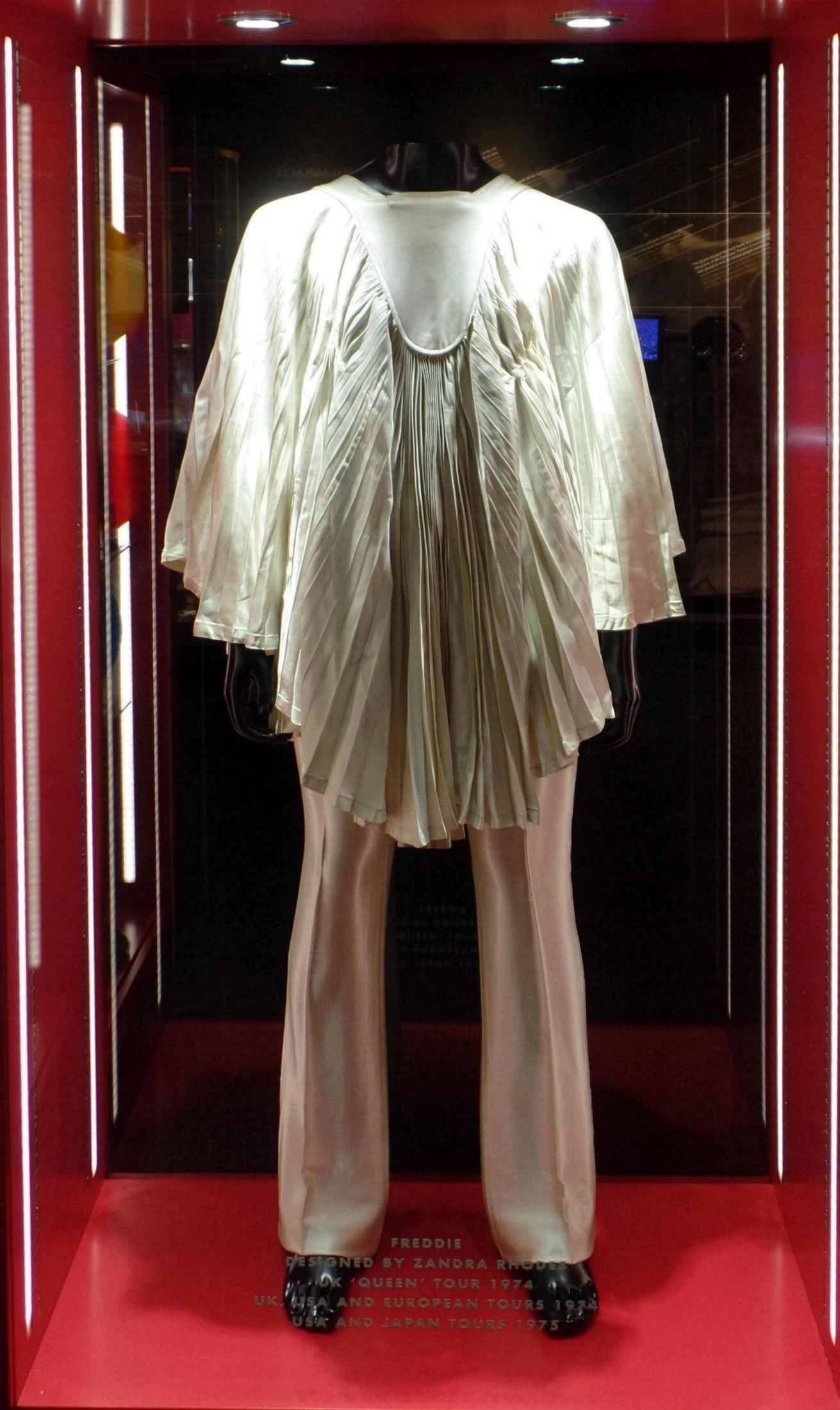 Exhibition Stand Lighting Equipment : Queen quot the studio experience exhibition